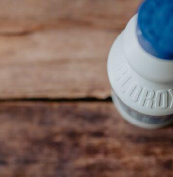 Can bleach unblock drain?